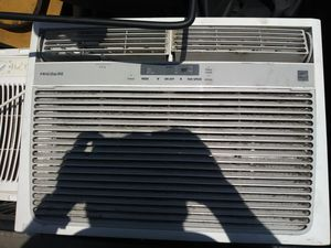 FRIGIDAIRE 15,100 BTU IN WINDOW UNIT WITH REMOTE for Sale in Lauderhill, FL