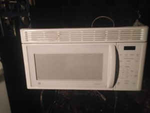 GE spacemaker microwave. Nice and clean. for Sale in Jacksonville, FL