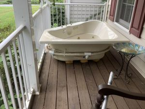 Corner Jacuzzi Whirlpool jetted tub for Sale in Lynchburg, VA