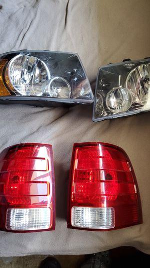Son luzes de una Expedition año 2000 para arriba $50 cada una for Sale in Hyattsville, MD