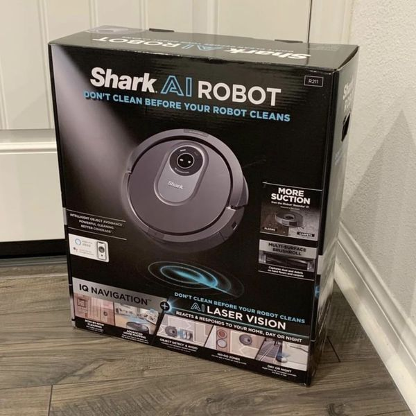 NEW Shark Ai Robot Vacuum with IQ Navigation Mapping, Laser Vision. Floor and Carpet. RV2011. roomba