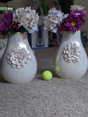 2 beautiful ceramic vases with flower pattern in front for Sale in Dublin, OH