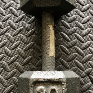 Sinle 30lb Dumbbell for Sale in Los Angeles, CA