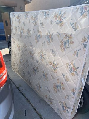 Queen size mattress for Sale in North Las Vegas, NV