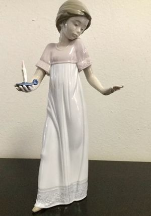 "NAO BY LLADRO ""TO LIGHT THE WAY"" FIGURINE GIRL WITH CANDLE, MINT ! for Sale in Brooklyn, NY"