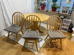 Kitchen/Dinning Room Table w/ 3 Chairs for Sale in Tacoma, WA