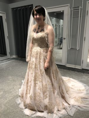 Rose gold wedding dress David's bridal for Sale in Rochester, MN