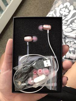 Wireless headphones for Sale in Hanover,  NJ
