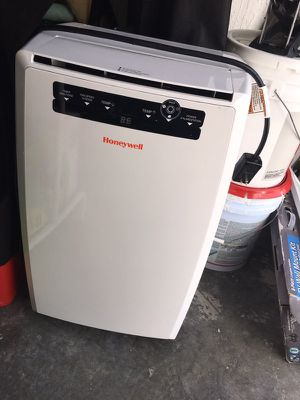 Portable air conditioner honey well for Sale in Miami, FL