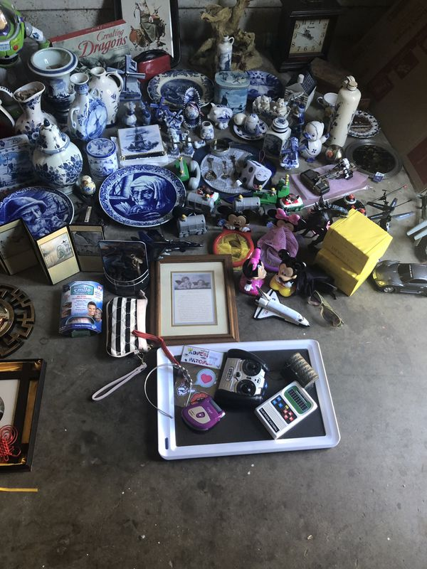 LOT! Blue Delft, Chinese figures, Toys, crib, inflatable party raft.