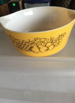 Pyrex 475-B Vintage Yellow mixing bowl 2.5 Qt for Sale in Las Vegas, NV