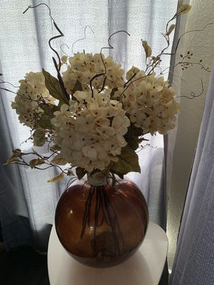 Flower arrangement with glass vase for Sale in Euless, TX