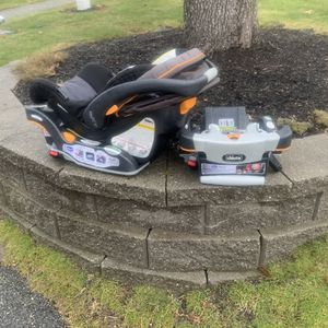 Chicco Carseat And 2 Bases for Sale in Wakefield, MA