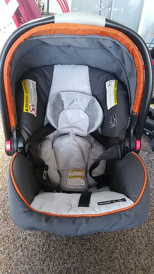 Graco car-seat with base for Sale in Oceanside, CA