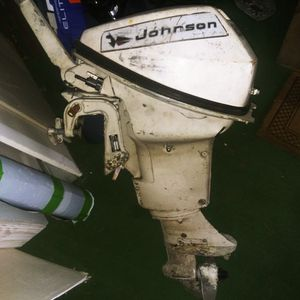 1970 9.5HP Johnson Tiller Style Gas 2-Stroke Outboard Boat Motor for Sale in Franklin, NJ