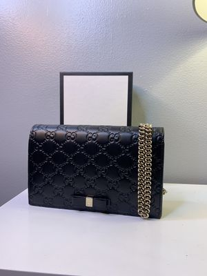 Gucci signature leather bag/ wallet size with chain for Sale in Fullerton, CA