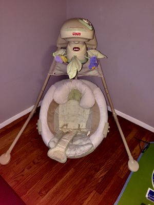 Fisher Price Baby Swing for Sale in Creve Coeur, MO