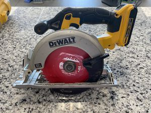 DeWALT DCS391B 20-Volt 6-1/2-Inch Lithium-Ion Cordless Circular Saw w/ battery #16418-3 for Sale in Revere, MA