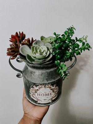 rustic succulent arrangement for Sale in Miami, FL