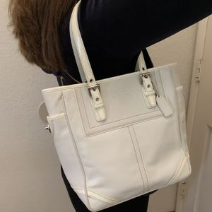 COACH Leather Handbag. off White Color. Very Good Condition for Sale in Pasadena, CA