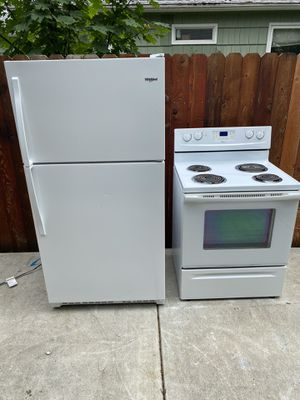 Kit the kitchen stove and refrigerator model whirlpool working perfect condition for Sale in Portland, OR