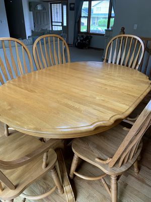 Beautiful Scalloped edge Oak Dining table with 6 chairs. Very good condition. for Sale in East Peoria, IL