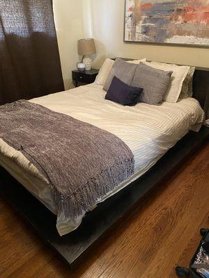 Black Platform Bed Frame (Queen size) for Sale in Arvada, CO