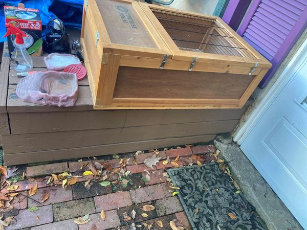 Tortoise / turtle. Cage fir wood . Lightly used with supplies