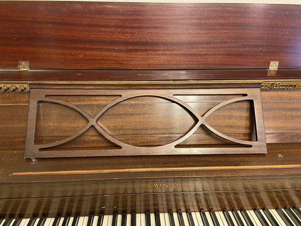WINTER UPRIGHT PIANO