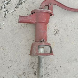 Vintage hand well pump. for Sale in Hialeah, FL