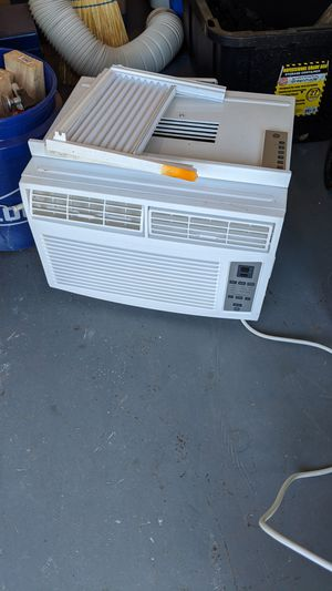 GE window AC unit (for up to 250 sqft rooms) for Sale in Vista, CA