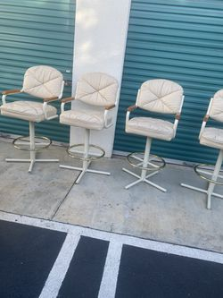 """4 Bar Stools 30"""" With Swivel for Sale in Long Beach,  CA"""