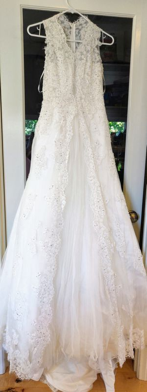 Beautiful Wedding Dress fits size 0 to 2 for Sale in Monrovia, CA