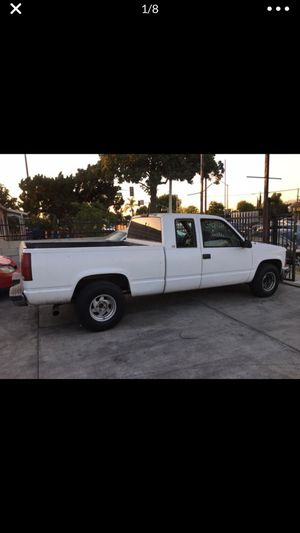 1997 Chevy Silverado Selling complete for parts no start bad distributor no prende for Sale in La Puente, CA