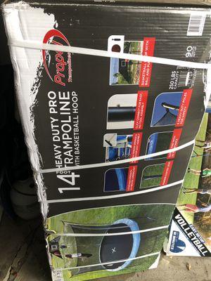 14 FT HEAVY DUTY TRAMPOLINE W/ BASKETBALL HOOP for Sale in Saginaw, MI