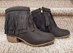 New Women's Size 7.5 Fringe Boot [Retail $70] with ZIPPER olive green color for Sale in Woodbridge, VA