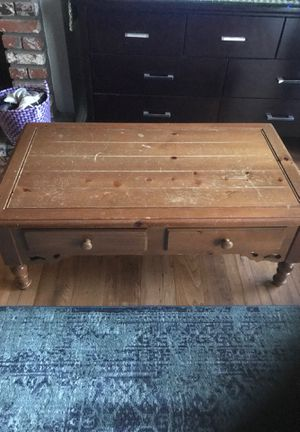 American Colonial coffee table. Perfect for your chalk paint project. for Sale in Fresno, CA