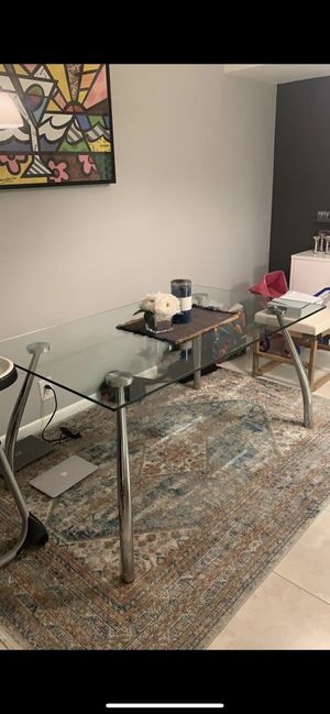 Glass dining room table for Sale in North Miami Beach, FL