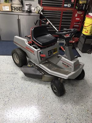 CRAFTSMAN. RIDING LAWNMOWER for Sale in Roselle, IL