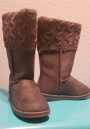 NWT Girls fuzzy sweater Boots for Sale in Aransas Pass, TX
