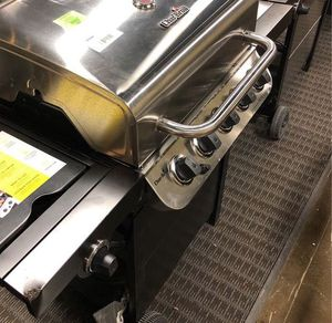 Char-Broil Has Grill JXN5 for Sale in Moreno Valley, CA