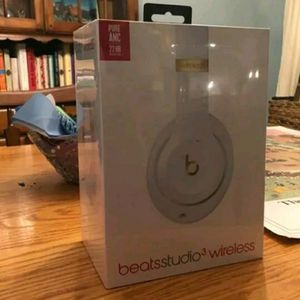 Brand new Beats Studio 3Wireless Headphones White for Sale in Fresno, CA