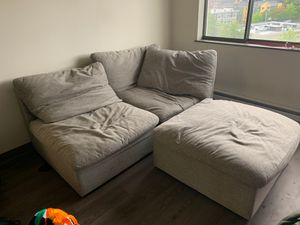 heather grey couch v comfy for Sale in Tacoma, WA