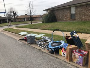 Free curbside pick up for Sale in Arlington, TX