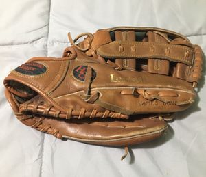 Louisville Slugger Hbg84 RHT Top Defender Softball Baseball Glove for Sale in Lawndale, CA
