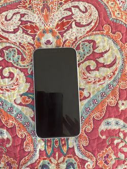 iPhone XR White 64 GB for Sale in San Angelo, TX