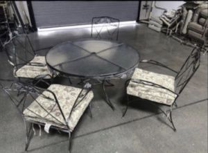 Vintage Patio and outdoor furniture table and four chairs solid metal nice👍🏻 vintage from the 70s🇺🇸 for Sale in Las Vegas, NV