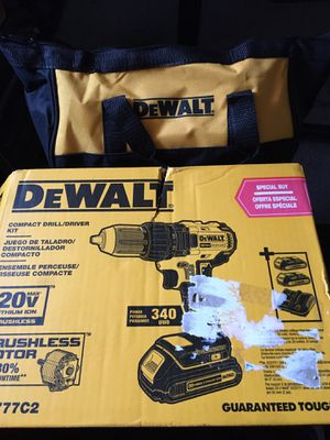 DeWalt cordless drill, batteries, charger and carry bag for Sale in Lockport, NY