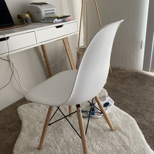 White Desk Chair for Sale in Tempe, AZ
