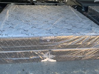 King Size Mattress And Boxspring FREE DELIVERY for Sale in Orlando,  FL